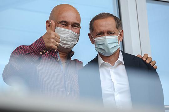 еред игрой президент «Рубина» Радик Шаймиев (слева) долго беседовал сгенеральным директором клубаРустемом Саймановым (справа)