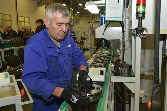 В ноябре 2018 года Комароввкомпании Минниханова иСергея Когогинапрошелся вдоль конвейера заводов ПАО «КАМАЗ» иознакомился спроектом шестой очереди Камского индустриального парка «Мастер»