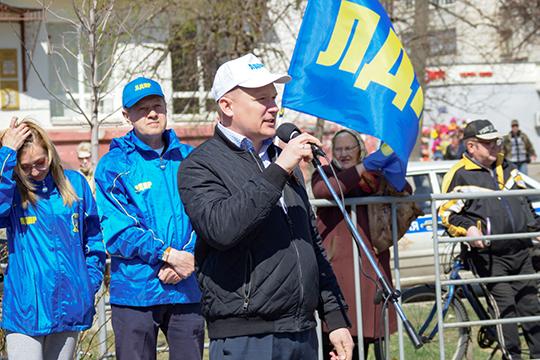 Владимир Сурчилов:«УЛДПР все наши будущие депутаты— это простые люди. Они среди народа находятся изнают его проблемы. Уних усамих эти проблемы есть»