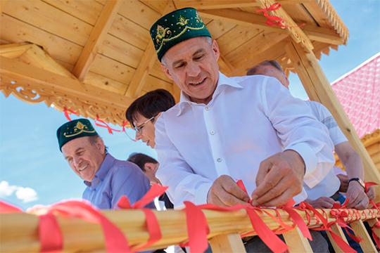 В преддверии президентских выборов в Татарстане Рустам Минниханов опубликовал идеологическую статью, которую нужно читать между строк