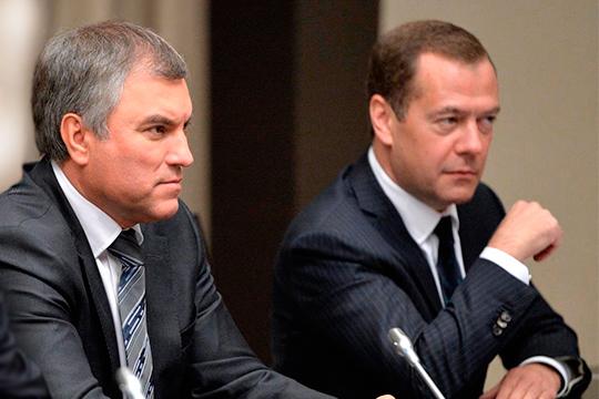 В Telegram-каналах обострились слухи, что спикер Госдумы Вячеслав Володин (слева) не сохранит за собой пост после парламентских выборов. Авторы канала также утверждают, что на его место «прямо-таки просится» Дмитрий Медведев (справа)