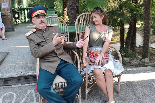Живого Кобу тоже можно увидеть, аза800–1000 рублей даже заказать ему видеопоздравление исфотографироваться напамять