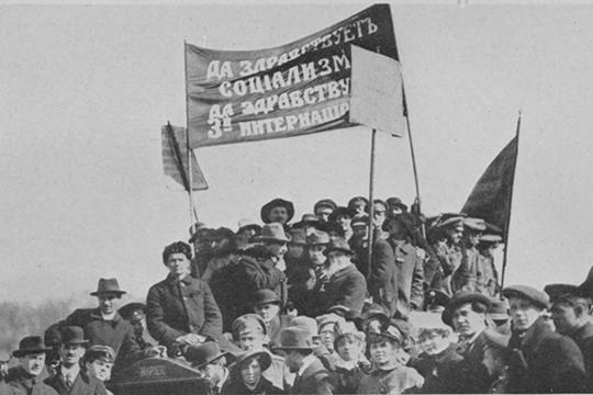 Сотрудники Коминтерна были вовсех странах, потому что, помысли Ленина, это был союз всех рабочих партий, которые хотят установить коммунистический строй усебя народине