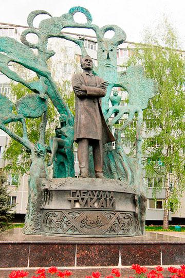 Ранее компания Алексея Западнова изготовила такие объекты как памятник Габдулле Тукаю в автограде, памятник Сергею Титову на территории КБК и другие