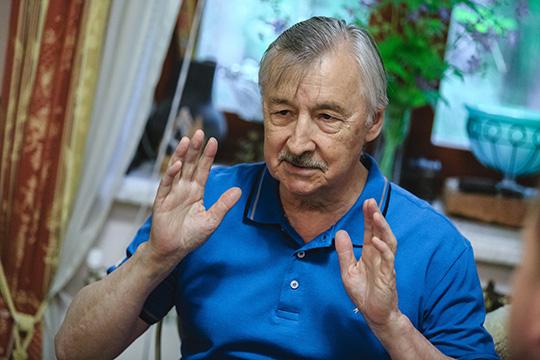 Рафаэль Хакимов:«Это задача пропаганды, материально здесь сильно непоможешь, улюдей настрой должен быть, чтобы татарский язык, татарская культура была авторитетной, чтобы хотели учить языку»
