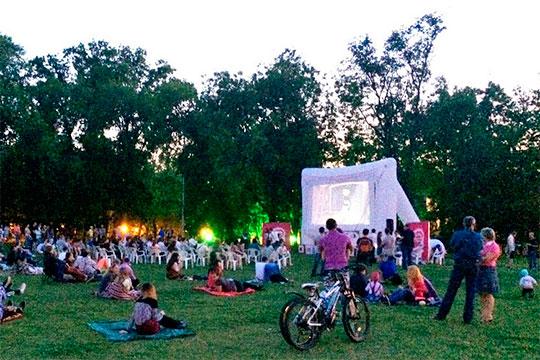 С сегодняшнего дня официально разрешается проводить кинопоказы на открытых площадках в скверах, парках и на набережных