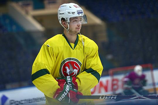 23-летний нападающийАртем Валеевотметился голом вдебютном сезоне вКХЛ иочень ярко провел «зеленое дерби» вДавосе, создав два отличных момента для партнёров