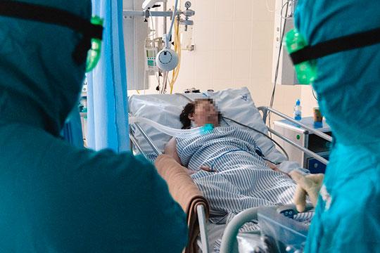 В госпитале 13 аппаратов ИВЛ, во всей клинике — 70-80. Предполагается, что больница в случае обострения ситуации сможет обойтись внутренними ресурсами