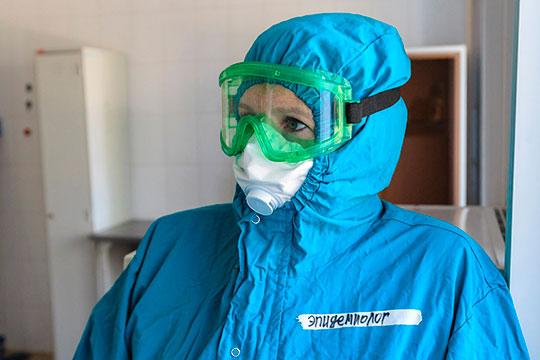 «Люди улетели на отдых, но они прилетят, и что они привезут?», — беспокоится заведующая эпидемиологическим отделением ковид-госпиталя Наталья Шайхразиева
