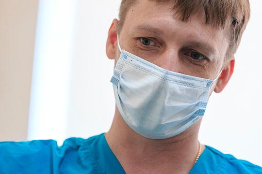 «Если бы не эти меры, сколько бы мы проработали, 5-7 дней? И было бы, как в других странах, когда никого не принимали», — говорит начальник госпиталя Илья Савельев