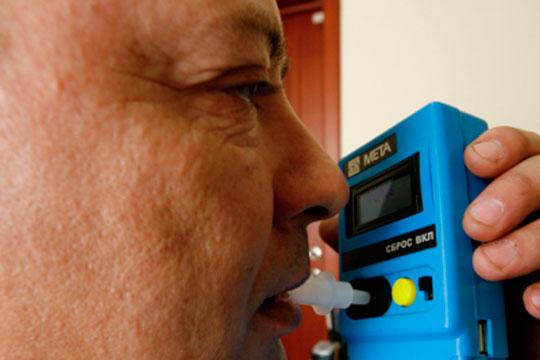 Первая попытка установки алкозамков была внедрена в 2009 году в Татарстане и в Московской области. Алкозамки снимали ряд проблем, таких как предрейсовый медицинский осмотр водителей автобусов