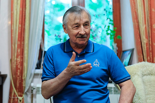 Рафаэлю Хакимову (10)удалось сорватьпланыфактической ликвидации институтаистории им.Марджани АНРТ, это говорит отом, что авторитет ученого ввысоких коридорах все еще силен