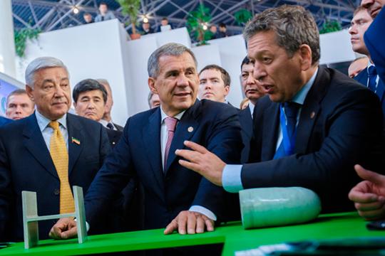 В топ-50 нет Рустама Минниханова (в центре) или Фарида Мухаметшина (слева)— первые лица априори должны занимать верхние строчки рейтингов. Отказались и от включения в топ крупнейших бизнесменов, вроде Наиля Маганова (справа)