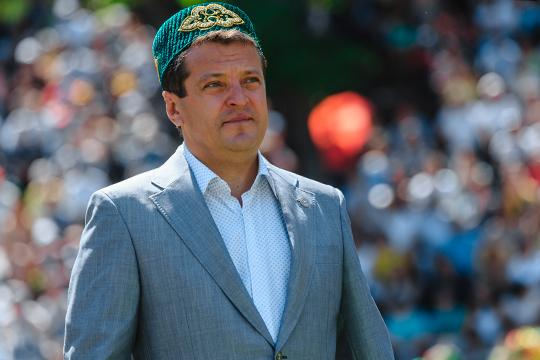 Ильсур Метшин(5) вот уже без малого 15 лет возглавляет Казань. Сегодня встолице Татарстана уже порядка 80 мечетей, иони продолжают появляться, что, конечно, обеспечивает иблагосклонность кподобному строительству состороны мэра