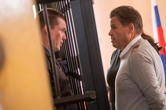 Информацию подтвердил адвокатХарламоваВладимир Гусев (справа)