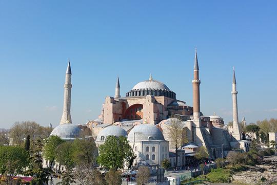 «Что делает Эрдоган? Объявляет Святую Софию мечетью. Унас наши православные патриоты воглаве спатриархом говорят, что это плохо, это нельзя»