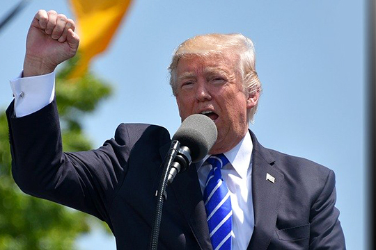 ««Черный» лагерь»вСША— это Трамп. Что значит, сделаем Америку Великой? Небудем всемирным полицейским или лидером всего мира»