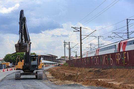 В Кировском районе города активными темпами развернулась значимая мегастройка — прокладка дублера Горьковскому шоссе
