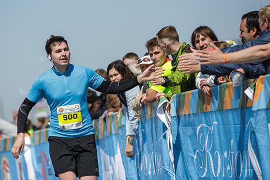 Пословам Аделя, болельщиков идетей организаторы марафона призывают небрать ссобой