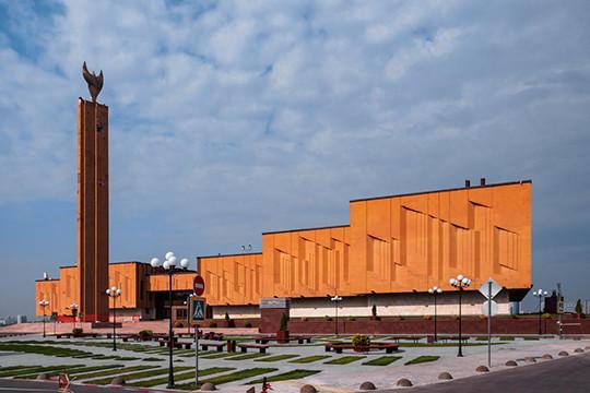 Закипают страсти вокруг одного из главных открытий предстоящего 30 августа — обновленного здания бывшего НКЦ «Казань», где должна расположиться Национальная библиотека РТ
