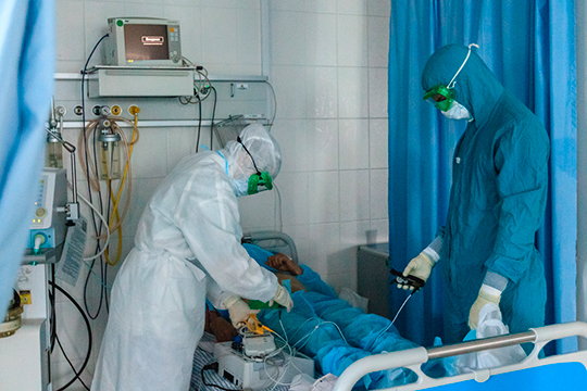 Марат Садыков отметил, что всего за4 месяца минздравом РФ было выпущено 7 версий методических рекомендаций полечению COVID-19