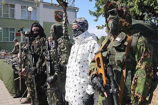 «Да, пока горячей войны нет, нестреляют. Еще спусковой крючок ненажали. Нопопытка организовать бойню вцентре Минска уже очевидна. Против белорусов вброшены миллиардные ресурсы»