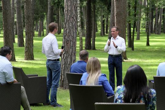 ДмитрийМедведевсегодня встретился сучастниками партийного кадрового проекта «ПолитСтартап»— они участвуют всентябрьских выборах разного уровня