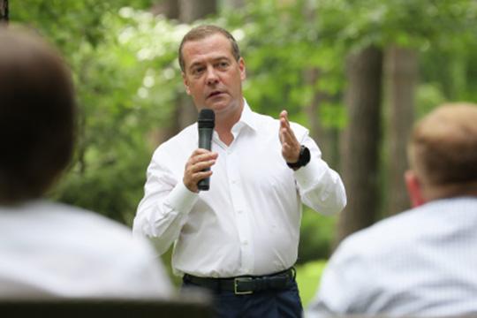Медведев о выборах в Беларуси: «Вылепить образ врага, а дальше хоть трава не расти»