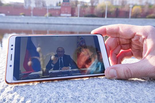 «Путин в своем первом обращении к населению России объявил о введении налога на вклады, начался набег валютных вкладчиков на банки. Они вынесли в марте из банков 5 миллиардов долларов. А в следующем месяце еще 1,1 миллиарда»