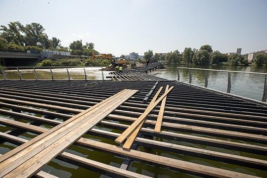 К 30 августа завершат следующий этап с пешеходно-парящим мостом — от «Планеты фитнес» до ул. Назарбаева — это 27 км тросового ограждения, 2 тыс. свай, десятки тысяч саморезов