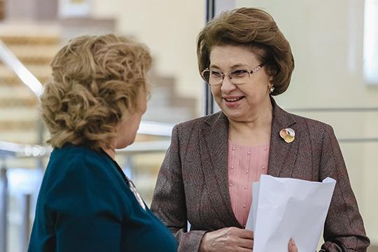 Людмила Андреевазаработала 3,2млн рублей, еесупруг— всего 320тысяч. Узаместителя мэра попрежнему нет автомобиля, аееспутник жизни все также передвигается наотечественной «Ниве»