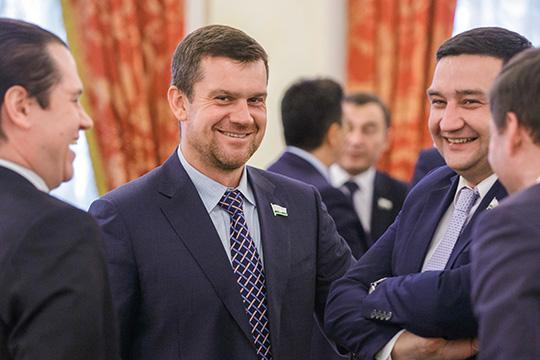 После ухода из Казгордумы состоятельных бизнесменов — экс-директора «Элекона» Николая Ураева (за 2018-й он задекларировал 594 млн рублей), а также еще целого ряда депутатов, совокупная казна столичных депутатов заметно оскудела