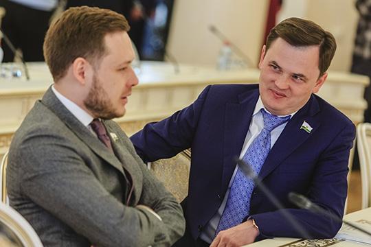 Личный успехБулата Кутдусова (справа)всего 2,1млн рублей, зато жена неподкачала идобавила еще 30,8 миллиона, прекрасный результат для мамы троих несовершеннолетних детей