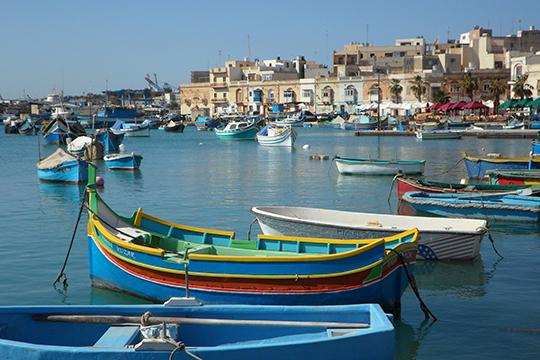 Себя предложила Мальта, пожалуйста. Там красиво, Мальтийский орден, белоснежные пляжи и т. д., но этот скалистый остров не очень популярен у наших туристов