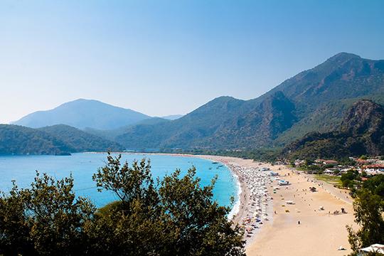 В сентябре — октябре и даже ноябре люди с удовольствием поедут отдыхать. Тем более что отели Турции, которые открылись только в середине сезона, хотят максимально отработать, чтобы успеть заработать