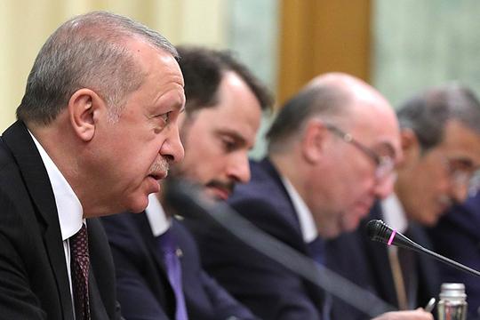 «Пример Эрдогана — хороший вариант для Лукашенко. Я думаю, что ему это будет тяжело сделать, но я бы ему предложил взять и назначить виноватых в задержании россиян, и заодно поснимать неугодные головы»