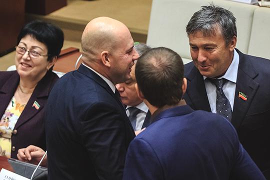 Владелец ПСО «Казань» Равиль Зиганшин (№7) остается в рейтинге на прежнем месте, куда он «свалился» год назад. Безусловно, влияние бывший первый главный строитель сохраняет