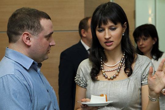 Если ранее «КАНФинанс» был оформлен на Наталью Румянцеву, а «ИнГрупп» на Диляру Последнову, то теперь компании открыто записаны на дочь Николая Колесова — Анастасию Колесову