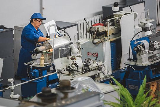 Последние три года больший объем выработки демонстрирует именно «Элекон». Выручка производителя электротехнической продукции в 2019 году упала на 15% по сравнению с предыдущим годом до 5,97 млрд рублей