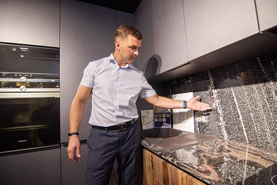 Алексей Западнов: «Наши специалисты могут изготовить мебель идля офиса, идля гостиной, идля ванной комнаты»