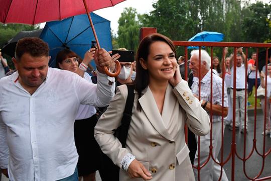 Основной конкурент Батьки Светлана Тихановская набрала 9,9% голосов. Естественно, штаб Тихановской уже заявил, что не признает результаты выборов