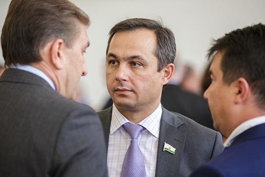 Гарифьяновский округ №17 безоговорочно уйдет главврачу РКБ Рафаэлю Шавалиеву. У действующего депутата КГД и раньше не было проблем с избираемостью