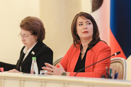 Как и пять лет назад, в первой тройке: Метшин, вице-мэр Евгения Лодвигова (справа) и главный врач ДРКБ Рафаэль Шавалиев