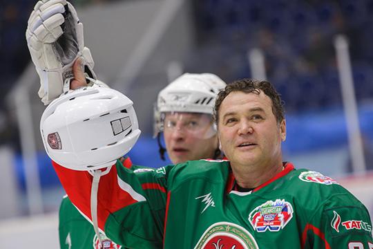 Спортивный блок представляет генеральный менеджер ХК «Ак Барс» Рафик Якубов (справа)