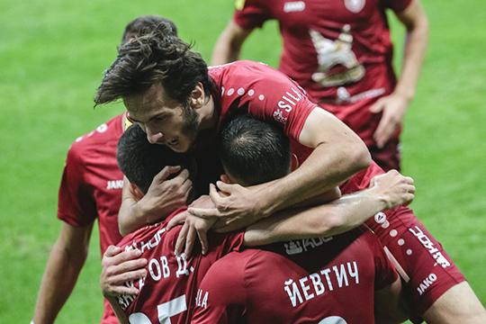 Ватаке слева железное место встарте уХвичи Кварацхелии—лучшего молодого игрока прошлого сезона