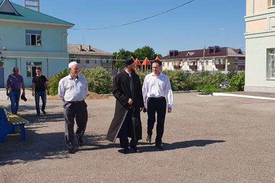 «Школа с прилегающими территориями нуждается в довольно большом участке земли. Но есть опыт создания татарских школ в районах Татарстана. Например, в Альметьевске имеется татарская школа «Нур»