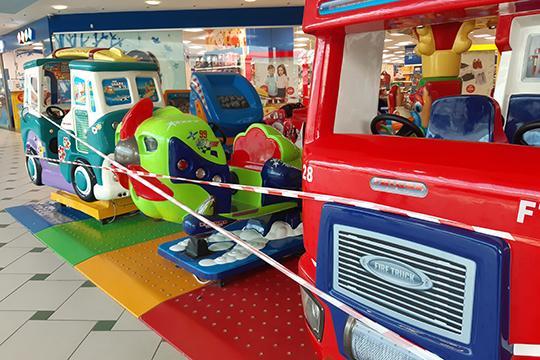 Сюда нога казанца после открытия ТЦеще неступала: детские паровозики обтянуты красной лентой, свет приглушен, кассы кинотеатра «Киномакс» давно покрылись слоем пыли