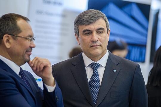 Некамазовцы, нореальные конкуренты вокруге уЛяпунова— директор Набережночелнинских электрических сетейЭдуард Шаронов (справа)