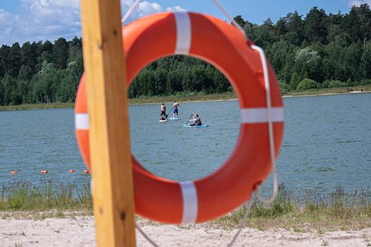 Большое Лебяжье — это то самое озеро с пляжем, которое появилось здесь после первого этапа экореабилитации, а по сути — восстановления, произошедшего не без участия помощника президента РТ Наталии Фишман-Бекмамбетовой