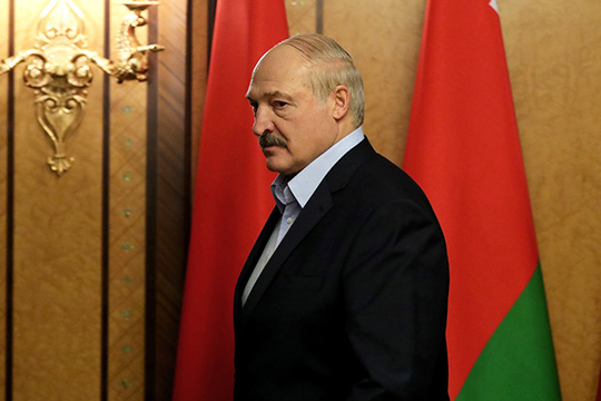 """Александр Лукашенко:«Для начала, япока живой инезаграницей, как тут некоторые наши уважаемые """"свядомыя"""" раскручивают: Президент покинул страну инаходится заграницей»"""